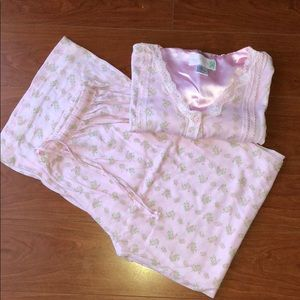Other - Pink flower short sleeve pajama set
